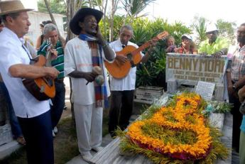 homenaje-benny-more-lajas-cementerio-cienfuegos-foto-modesto-gutierrez-ain